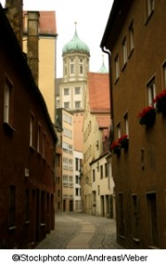 Eine Strasse in Augsburg - ©iStockphoto.com/AndreasWeber