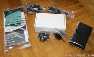 Der Lieferumfang des Acer C20 LED-Projektors - die Kabel und der Akku sind in der weißen Schachtel